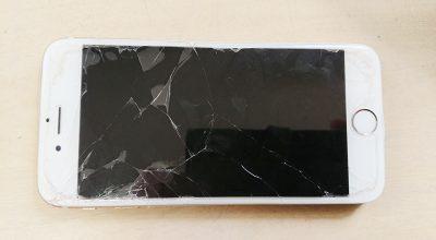 ガラスの割れたiPhone