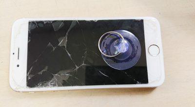 iPhoneのガラスを持ち上げる